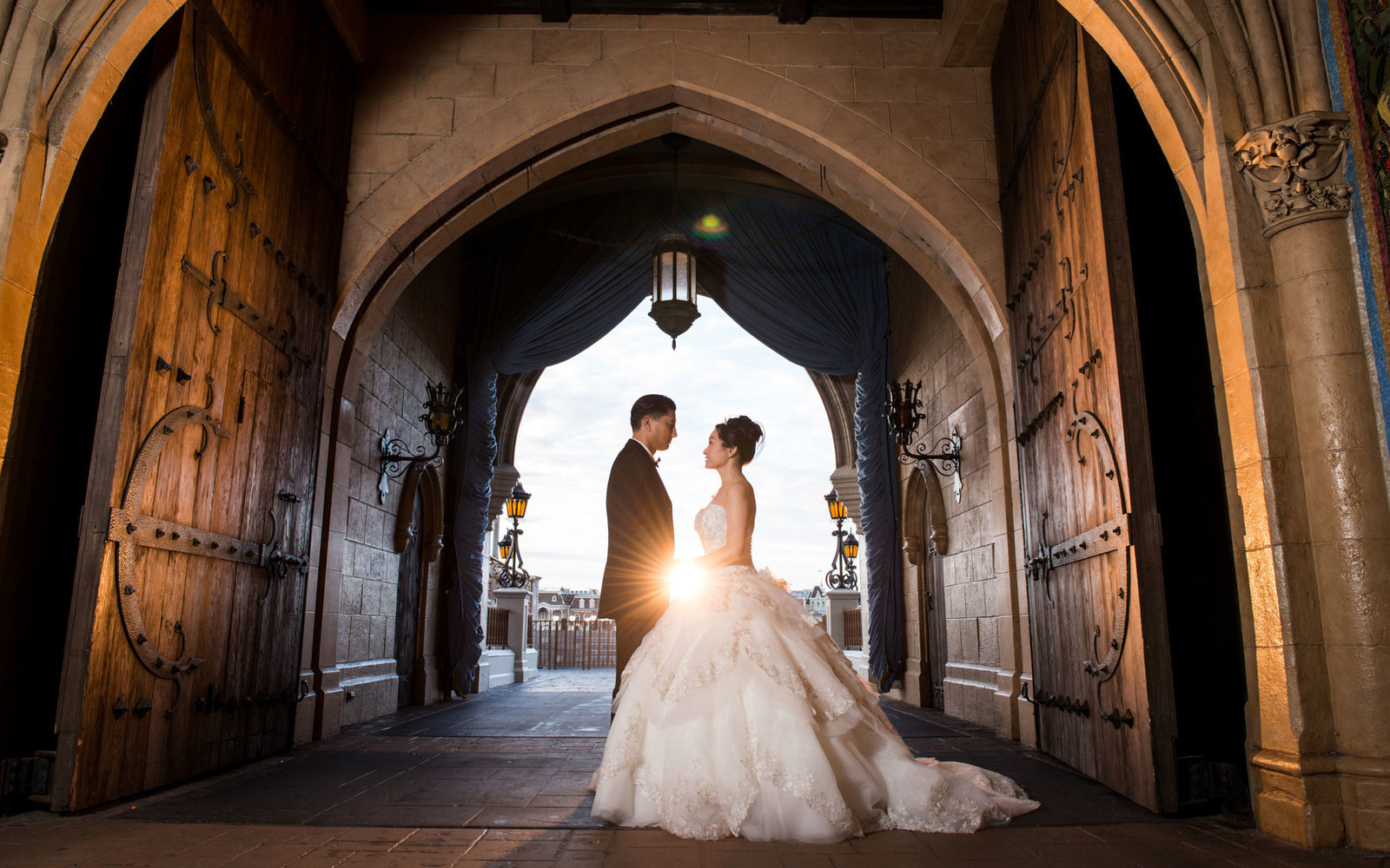 Our how-to guide for having the perfect Disney wedding. Read on.