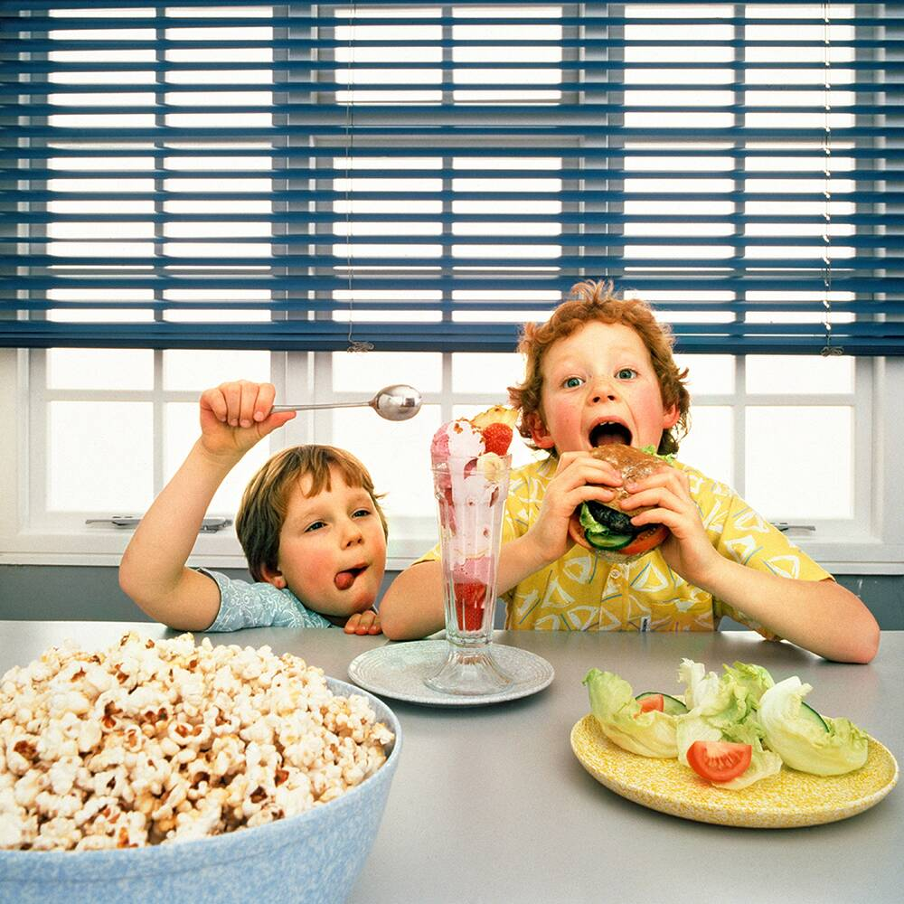 FWX KIDS EATING JUNK FOOD 0