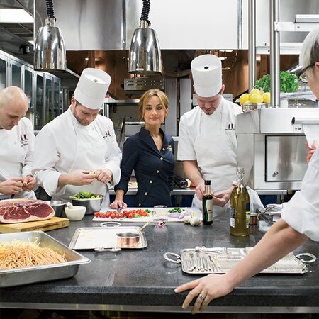 The Italian Restaurant Of Giada De Laurentiiss Dreams Food Wine