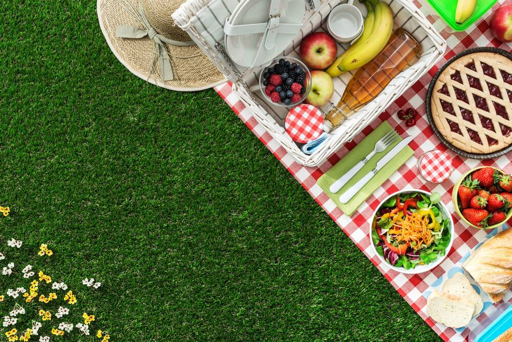 9 picnic baskets filled with everything you need for dining al