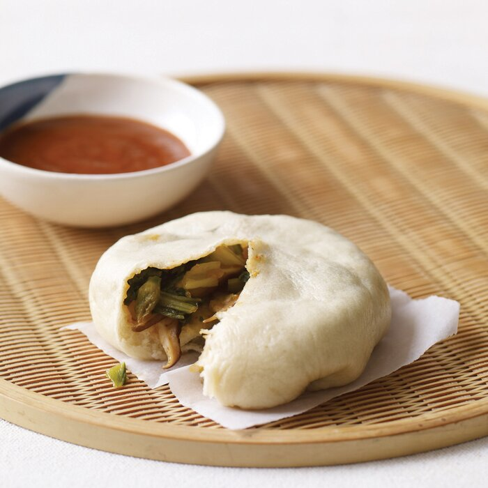 Asian steamed buns with bok choy and chinese chives recipe emilee 201108 r asian steamed bung forumfinder Choice Image