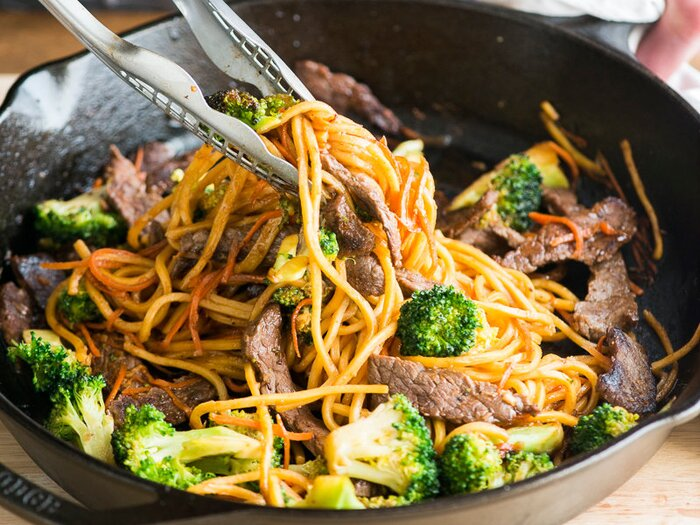 Beef and broccoli chow mein recipe todd porter and diane cu food original 201403 r beef broccoli chow meing forumfinder Images