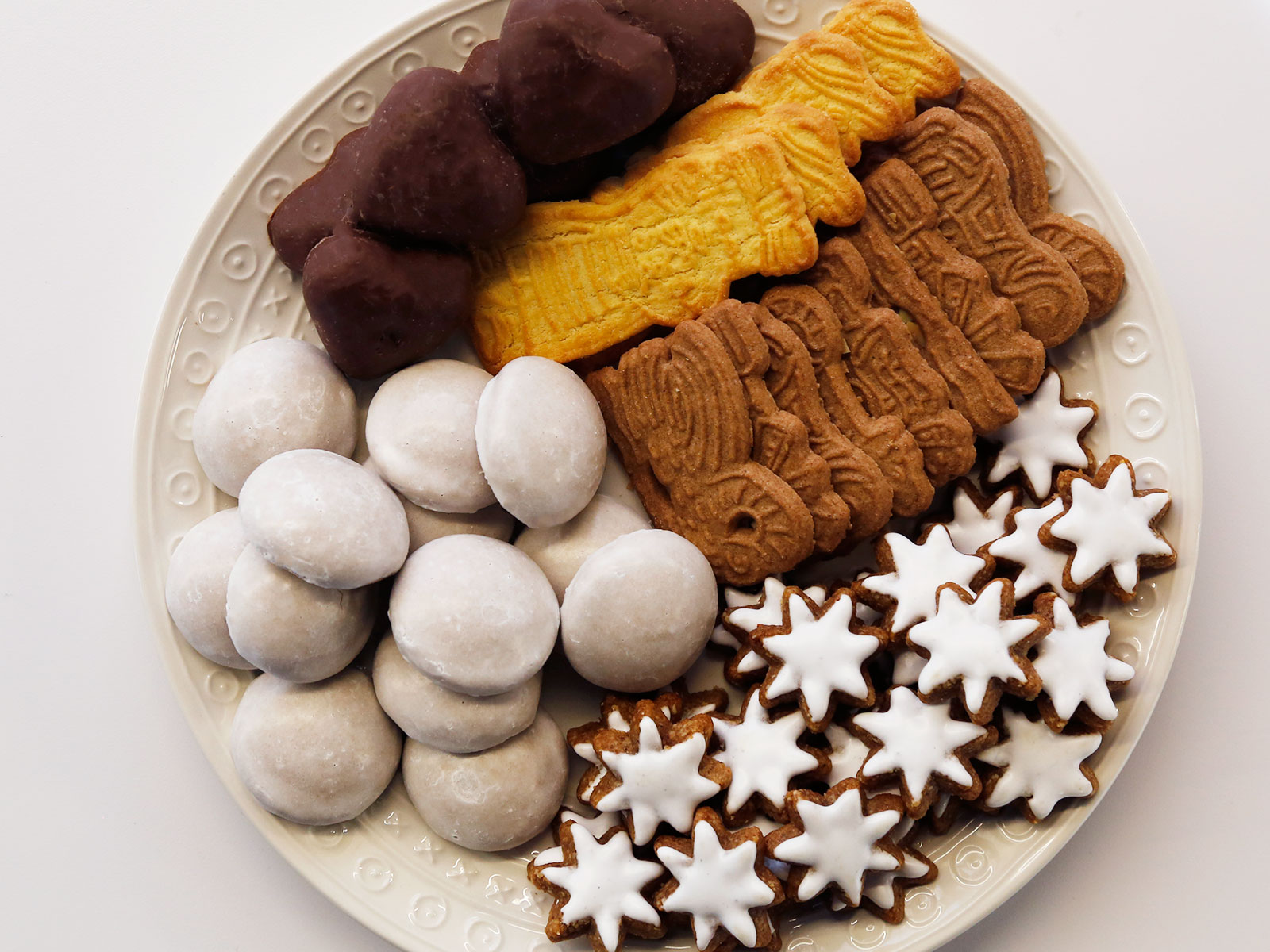 These Imported German Christmas Cookies From Aldi Are Kind Of