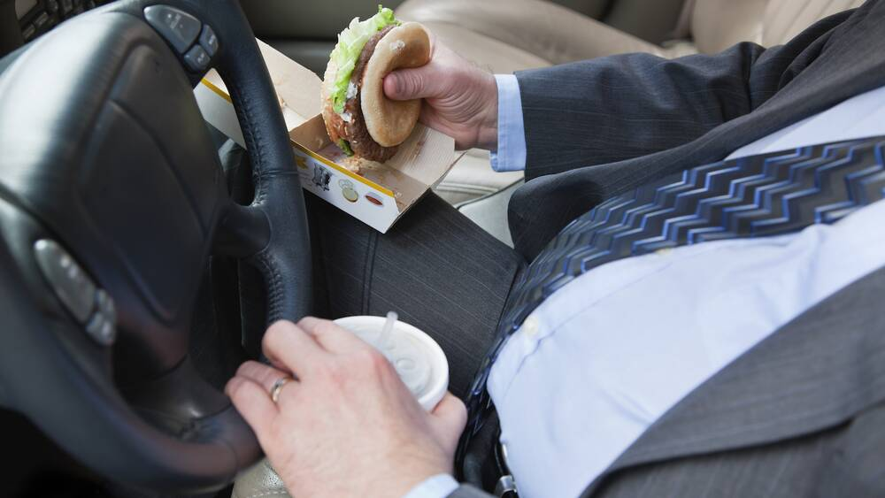 Washington Drivers Can Get Ticketed For Eating A Cheeseburger