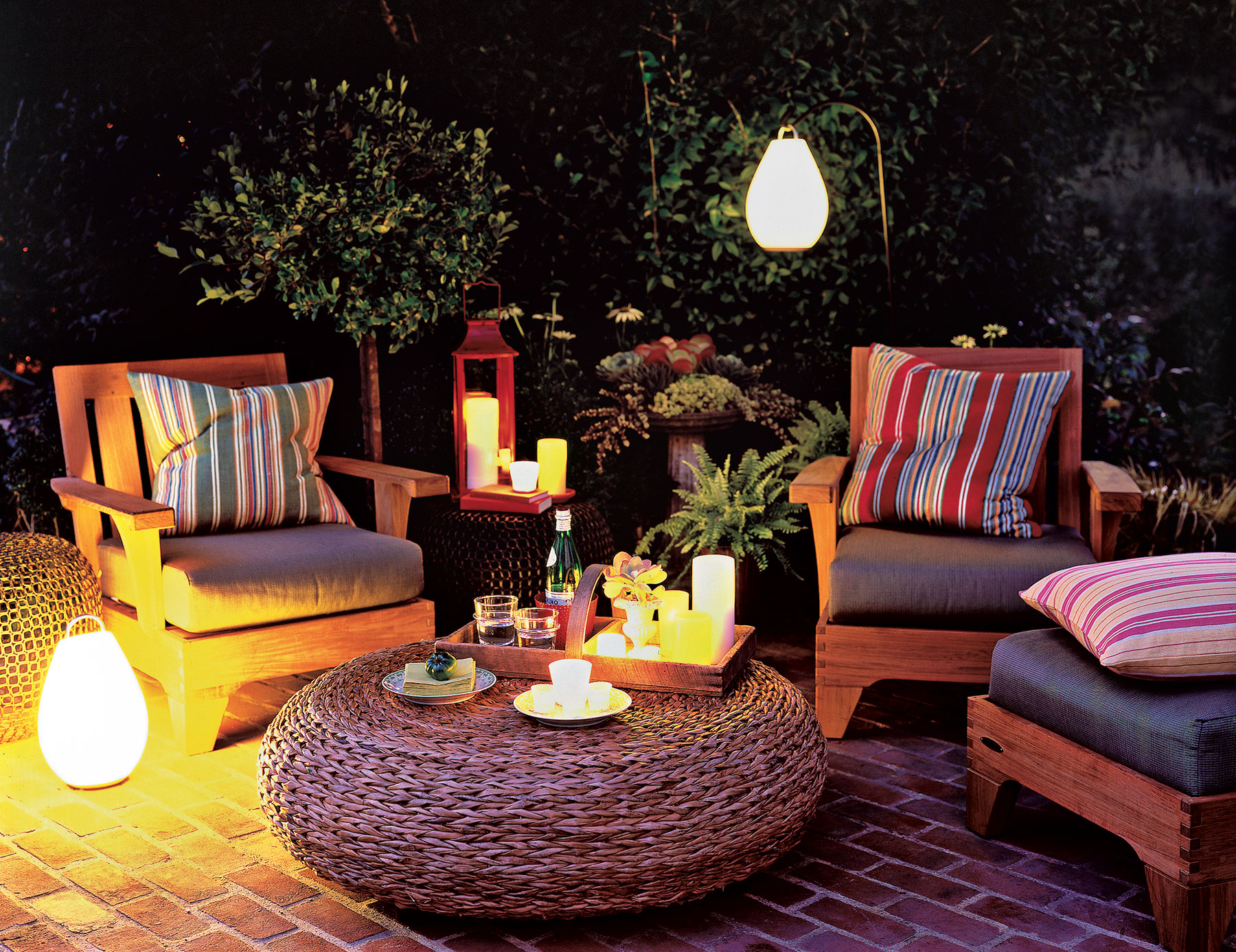 creative outdoor lighting ideas. Backyard Lit With Battery-powered Lights Creative Outdoor Lighting Ideas E