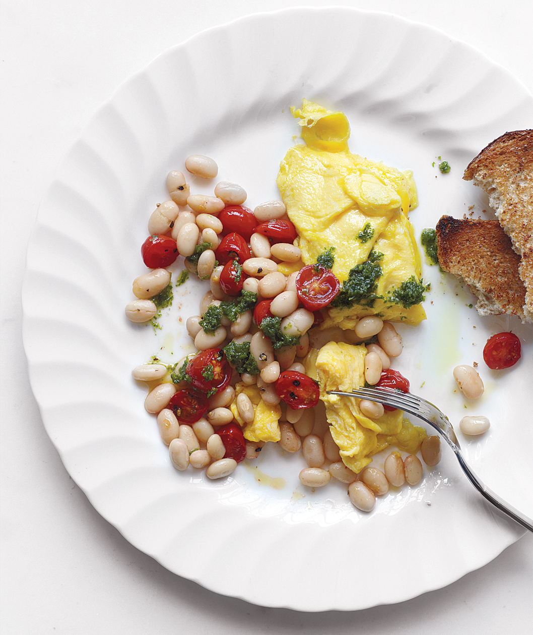 Scrambled Eggs With Beans, Tomatoes, and Pesto