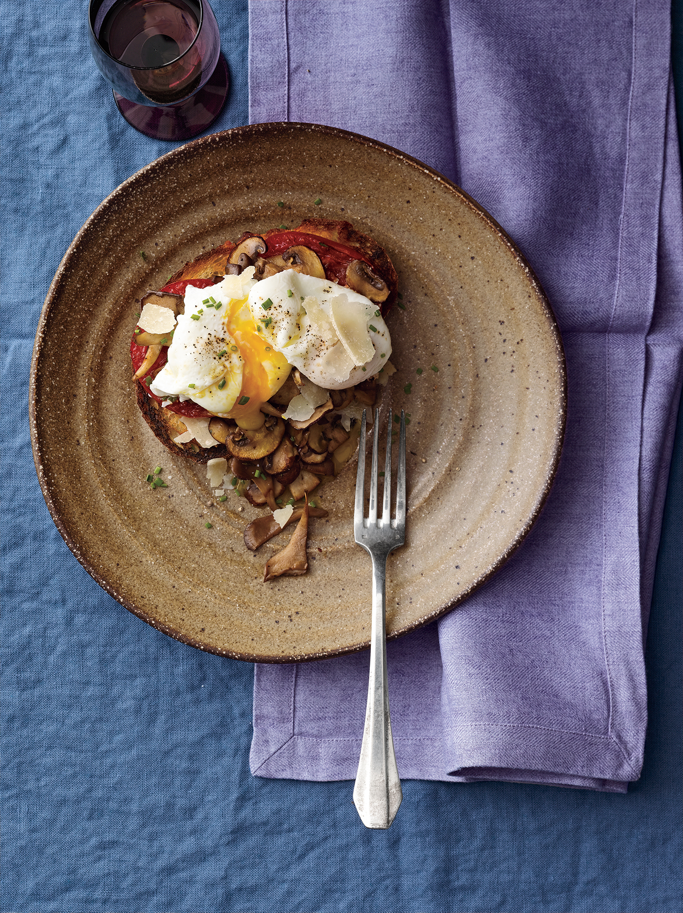Poached Eggs With Mushrooms and Tomatoes