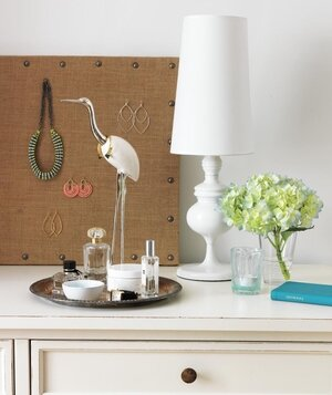 Dresser Top With Bird Jewelry Holder Tray White Lamp