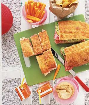 4 fast delicious picnicspart homemade part store bought real simple sandwiches with juice boxes forumfinder