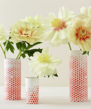 15 minute diy centerpieces real simple centerpiece of flowers in red dotted vases solutioingenieria Choice Image