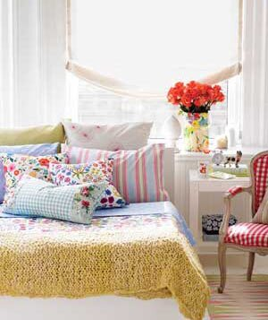 bed covered with pillows - Decorating Bedroom