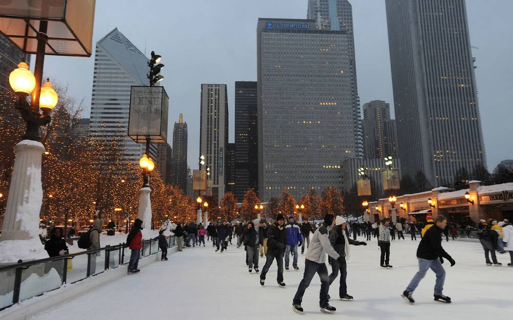 b8gb30 usa chicago illinois il winter millennium park public skating rink mccormick tribune plaza ice rink - Chicago Christmas