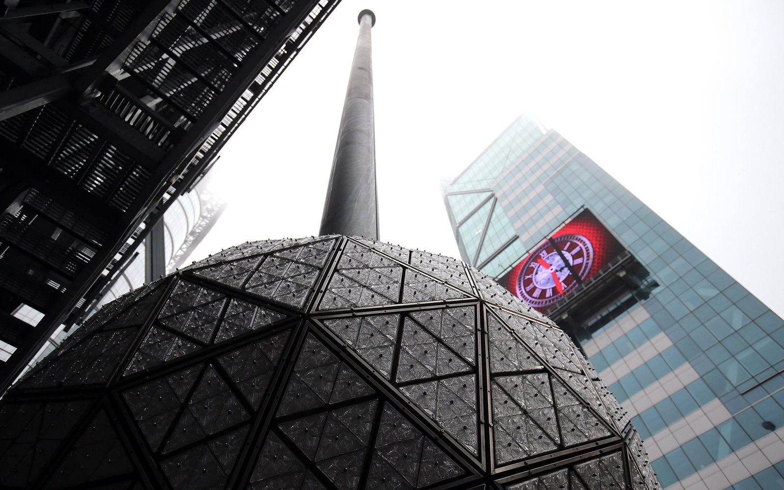 Livestream Watch The Ball Drop In Times Square On New Year S Eve