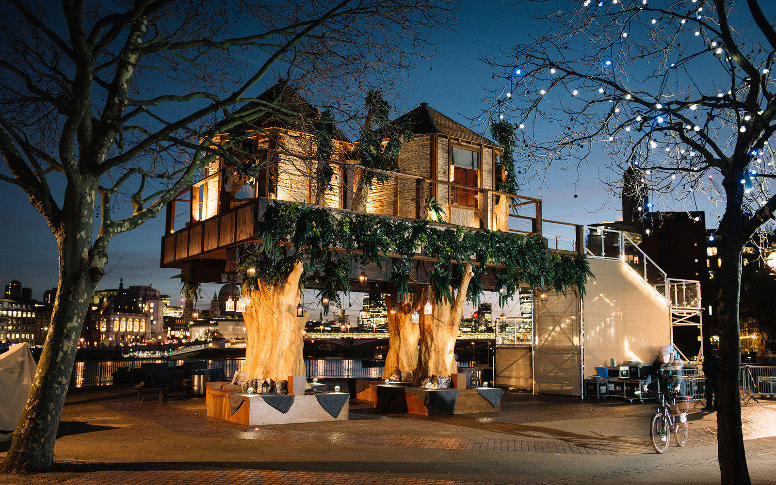 luxurious tree house build in luxury 35 foot treehouse inspired by the south african destinations from virgin holidays has luxury tree house in middle of london travel leisure