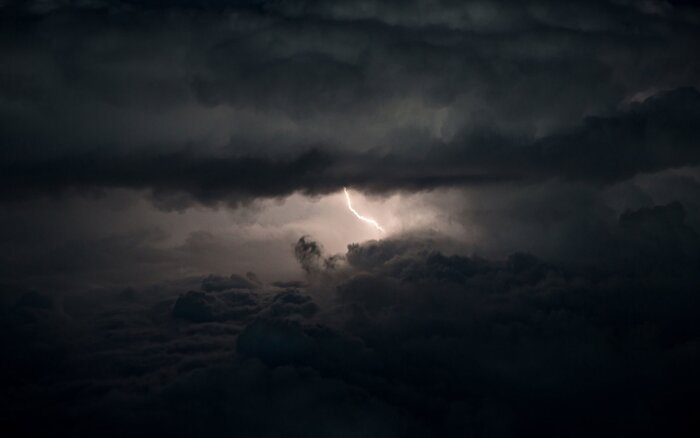 here s why planes can be struck by lightning and be fine travel