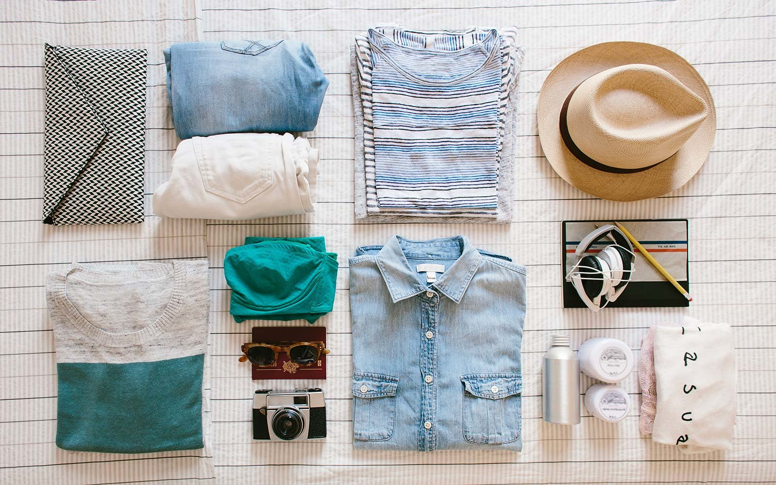 Pack suitcase outfit