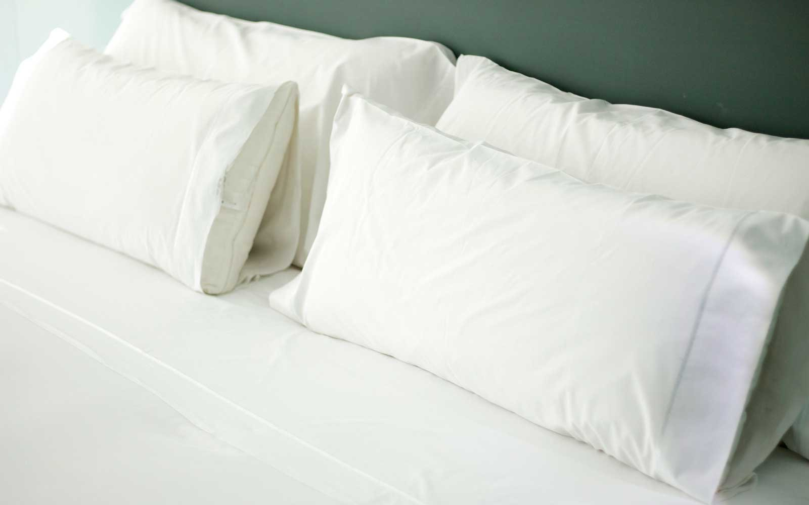 hotel bed white bed sheets27 white