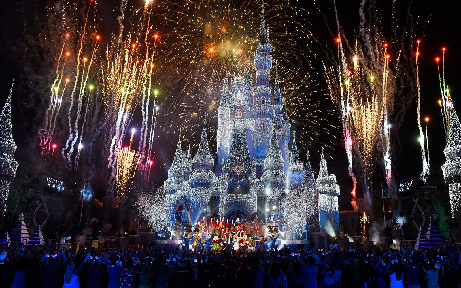 How To Have The Best New Year S Eve At Disney World And Disneyland