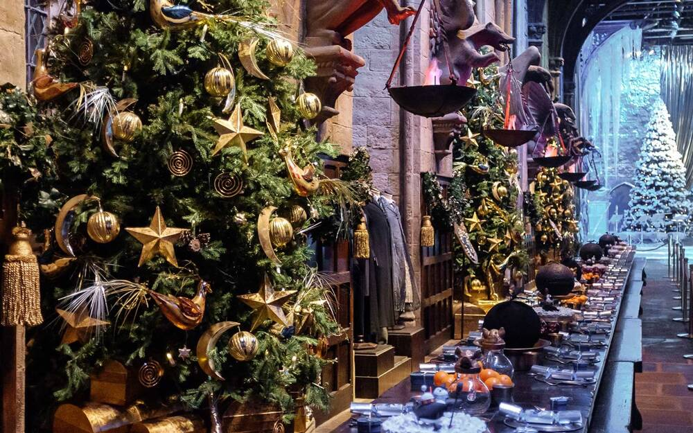 christmas decorations in the great hall at hogwarts on the warner london studio tour - Christmas Dinner Decorations