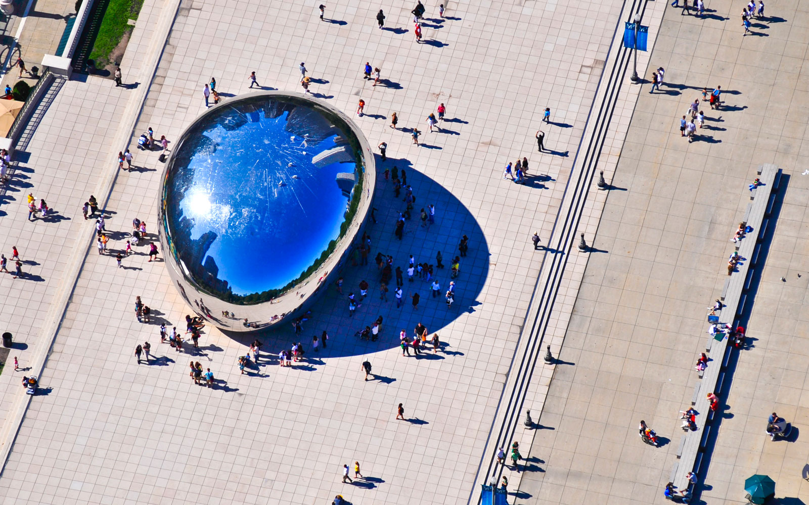 Cloud Gate (TheBean) landmark in Chicago, IL