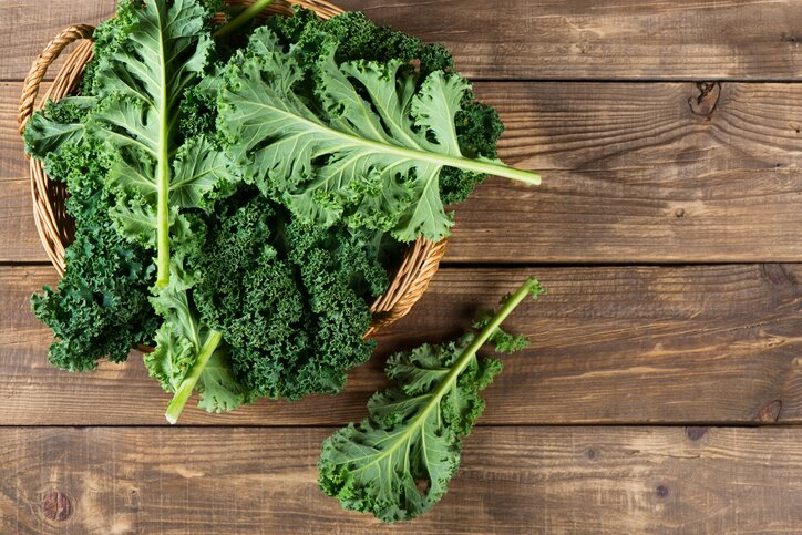 Leaves of raw kale weight loss foods nutritionists