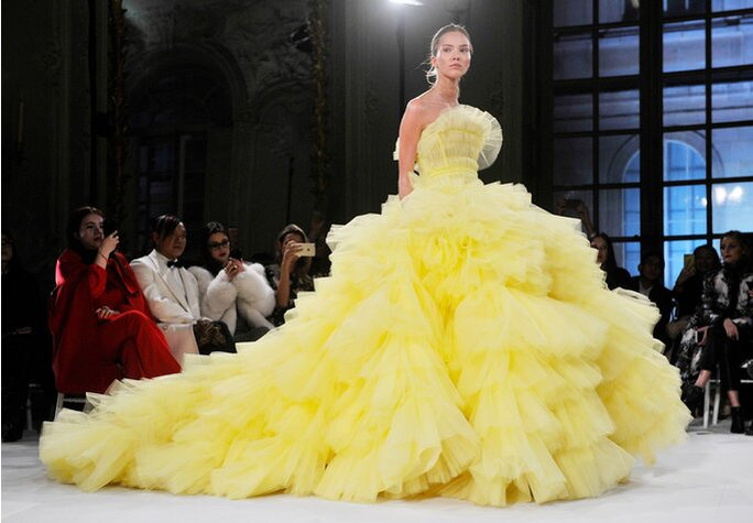 The Biggest Giambattista Valli Haute Couture Gowns from Spring 2017 ...