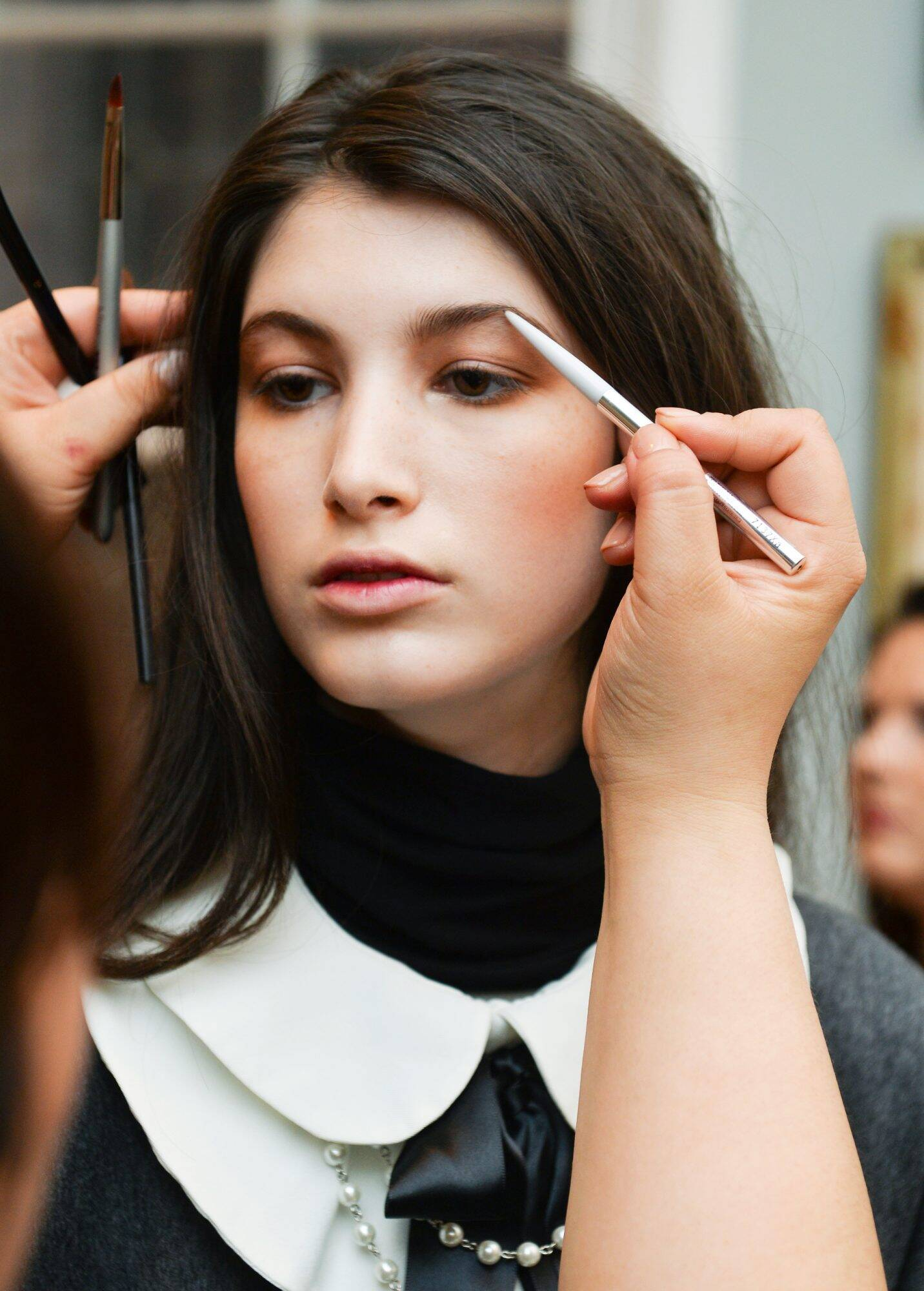 How To Arch Your Eyebrows Steps For Arched Brows Instyle