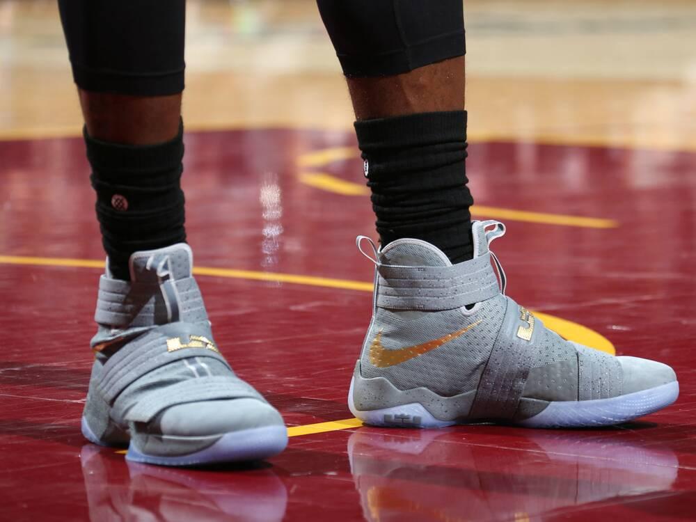 48794f3d370a LeBron James - Nike Zoom LeBron Solider X  quot Battle ...