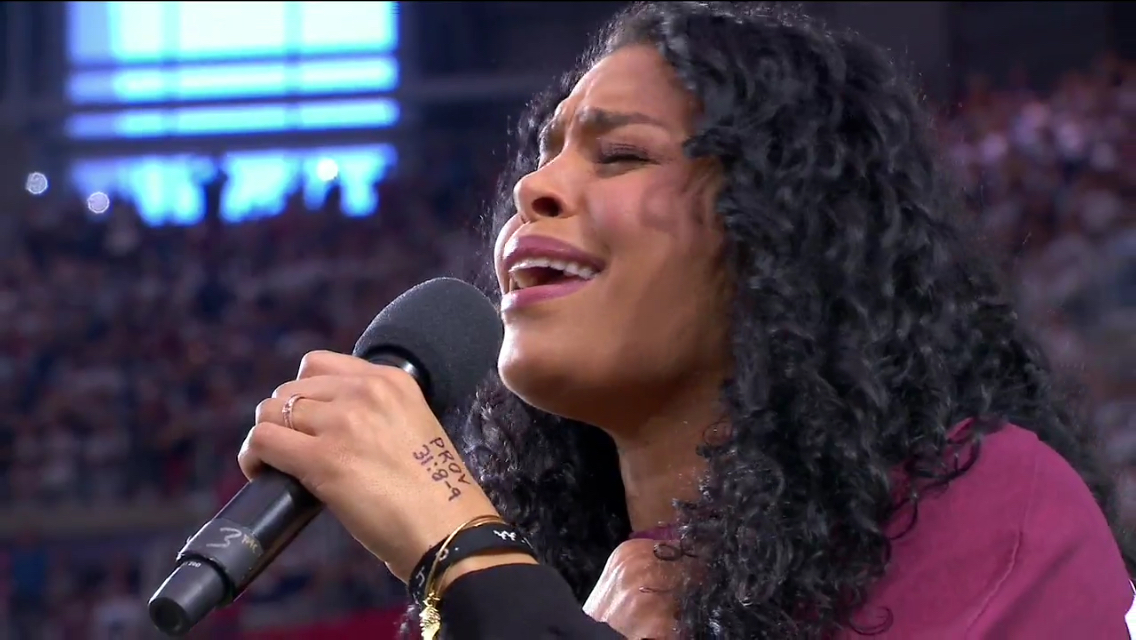 Former American Idol Jordin Sparks sings with the secret message on hand