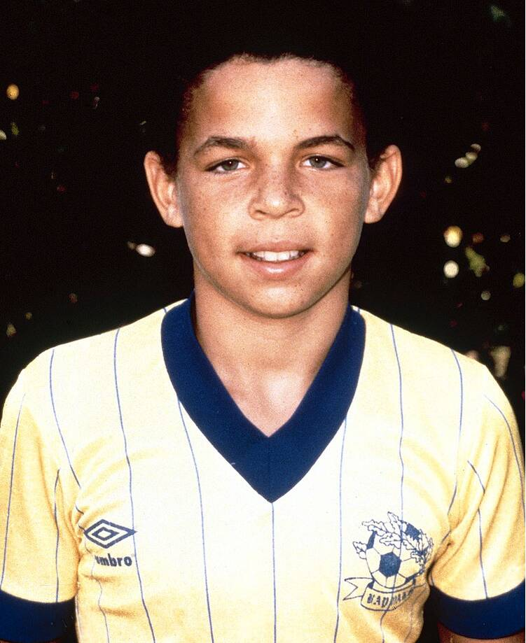 e72f25ae29d7 Jason Kidd poses for his childhood soccer team.