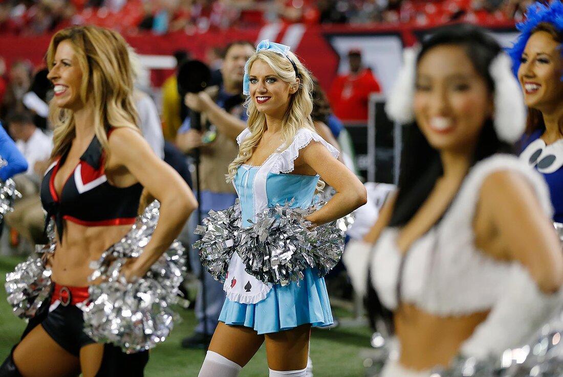 Nfl cheerleaders week 8 si 1 of 88 john bazemoreap publicscrutiny Image collections