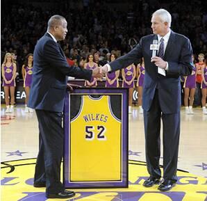 1e24ec15ddc Lakers retire Jamaal Wilkes' No. 52 jersey | SI.com