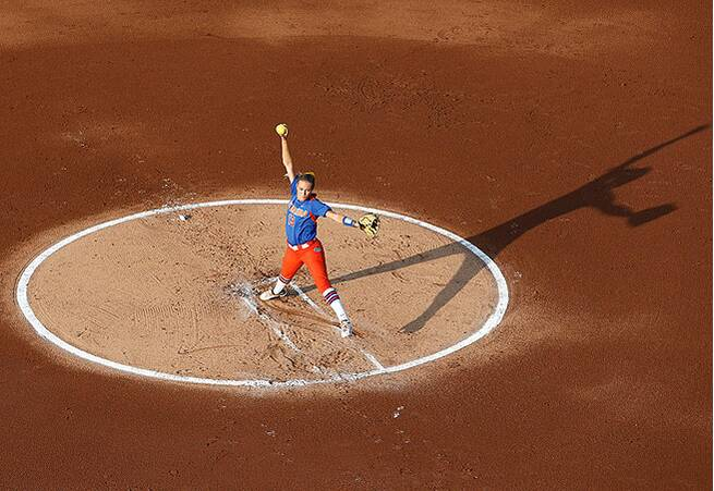 Florida's Hannah Rogers tosses a complete-game gem against