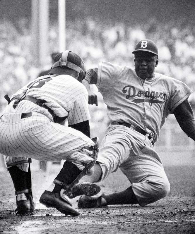 Robinson, 15 Nisan 1947'de büyük liglerdeki renk bariyerini kırdı. Brooklyn Dodgers için 10 sezon oynamaya devam etti ve 1947'de NL Çaylak Ödülü'nü ve 1949'da MVP'yi kazandı.