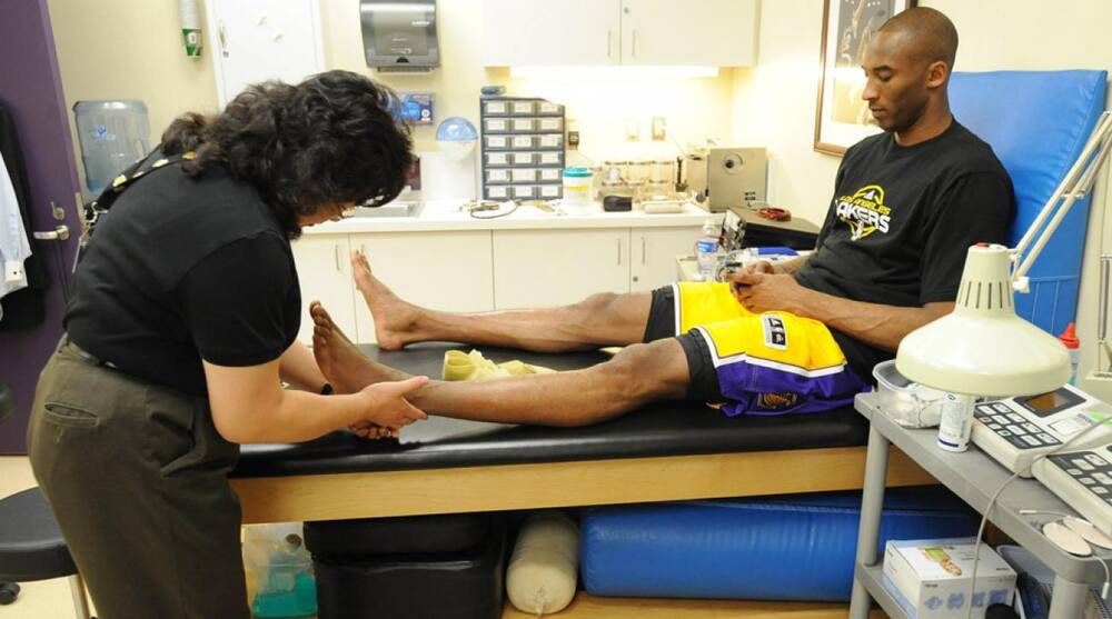 Kobe Bryant's doctor discusses Lakers star's knee injury