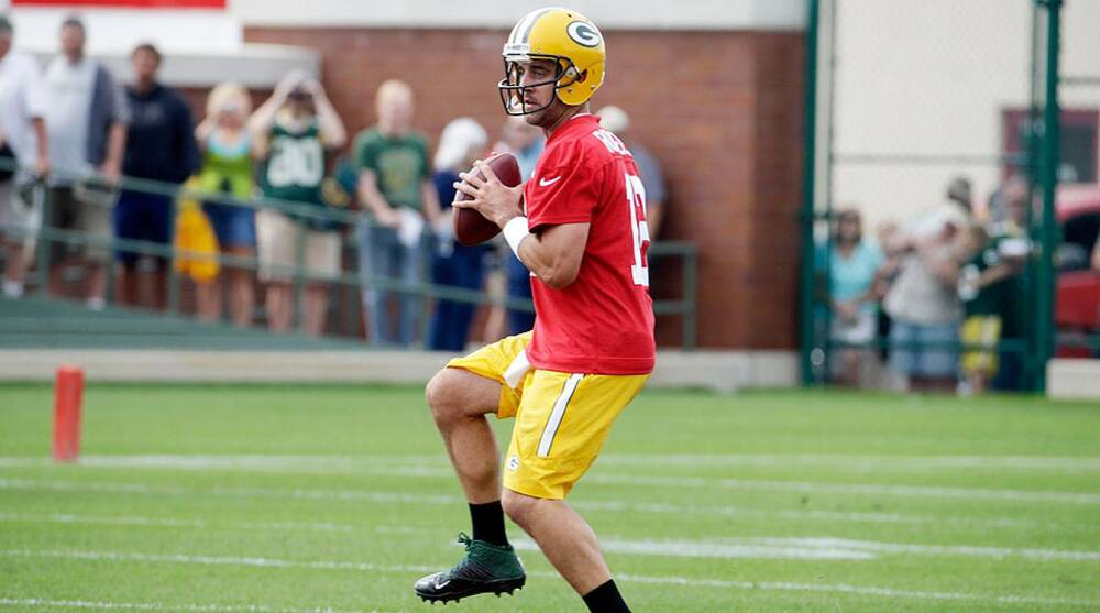 Green Bay Packers  Aaron Rodgers offseason secret is hot yoga ... 282cd6c1f