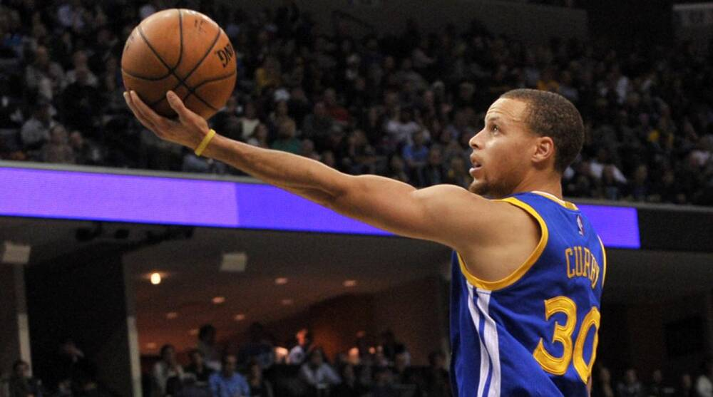 f85d10257d09 NBA All-Star voting  Stephen Curry making up ground on LeBron James
