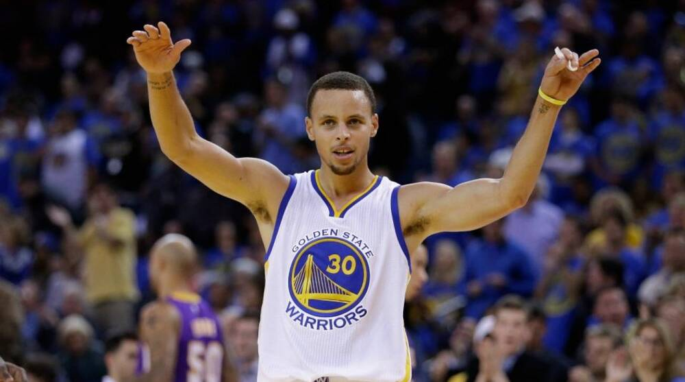 baf66878d02 Golden State Warriors' Stephen Curry pays his mom when he has too ...