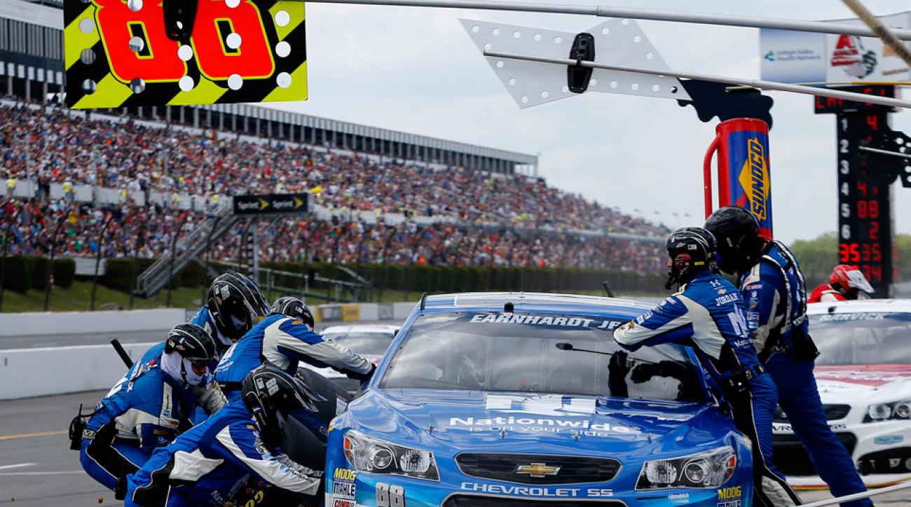 Former Football Players Make The Jump To Nascar Pit Crews Si Com