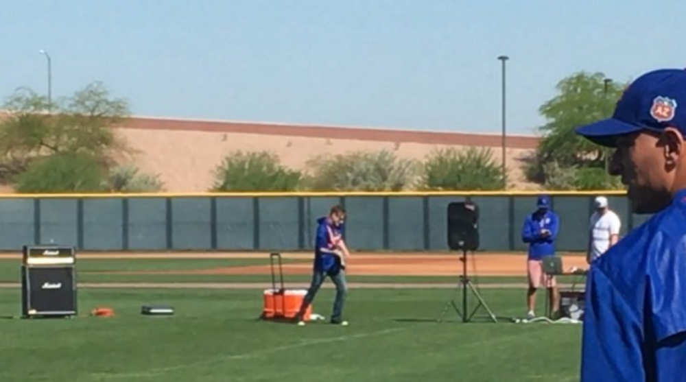 Chicago Cubs Spring Training Has Live Guitarist Playing Acdc Sicom