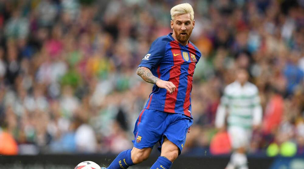 9087a0971 Lionel Messi  Fan jumps into tunnel to meet player
