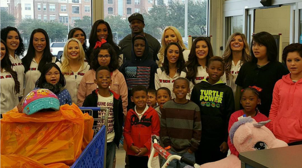 outlet store 97860 19c23 Texans' Andre Johnson buys toys for Houston kids | SI.com