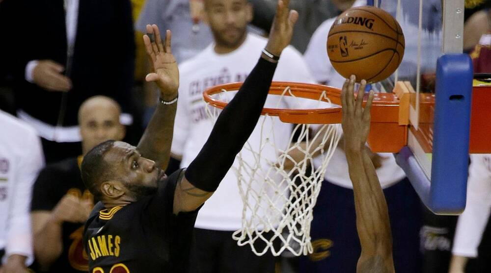 Cavs taunt Warriors with photo of LeBron James block  508d2250f6e1