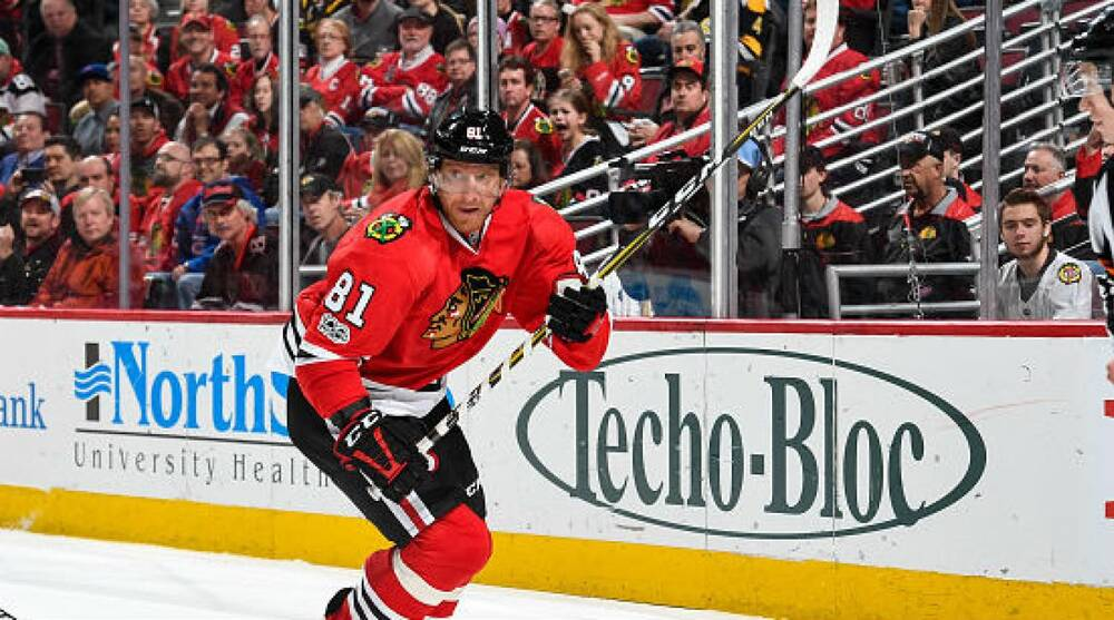 Blackhawks Add Cap Space by Trading Marian Hossa s Contract to Coyotes 9e3ab5e32fc