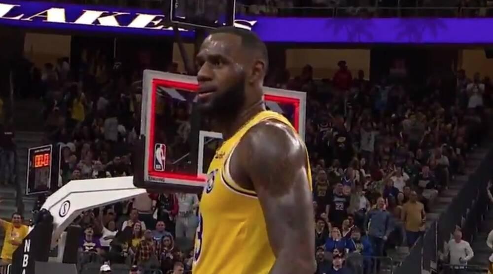 save off b9020 c8bb5 LeBron James buzzer beater video: Sinks halfcourt shot   SI.com