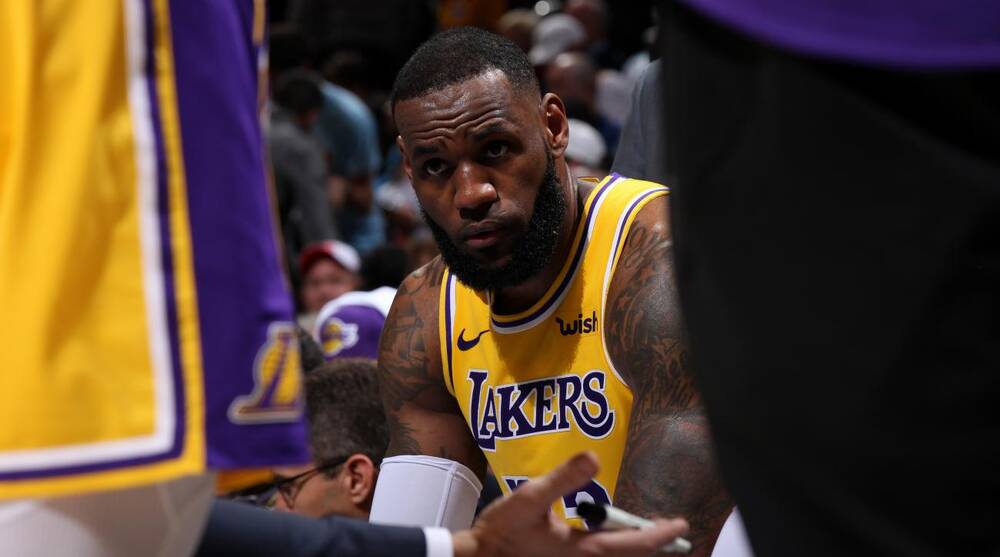 08511736a60 LeBron James  Hawks fans chant  Kobe s better  at Lakers F (video ...