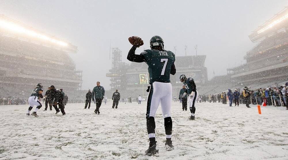 online store c6697 a55f7 Rain, sleet or snow: How NFL players stay warm during the ...