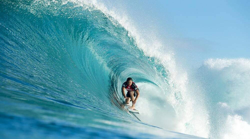 At The Pipeline Quiksilver Surfer Reef Mcintosh Runs The