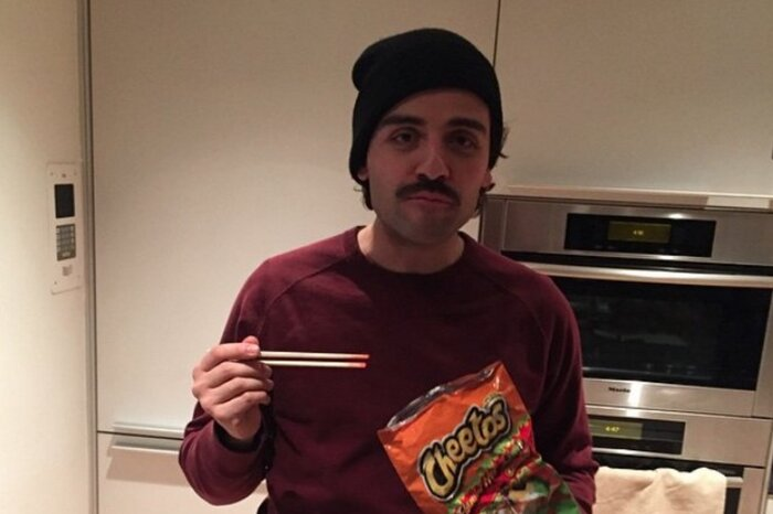 Oscar Isaac eats Cheetos with chopsticks, captures our hearts in the  weirdest way - HelloGiggles