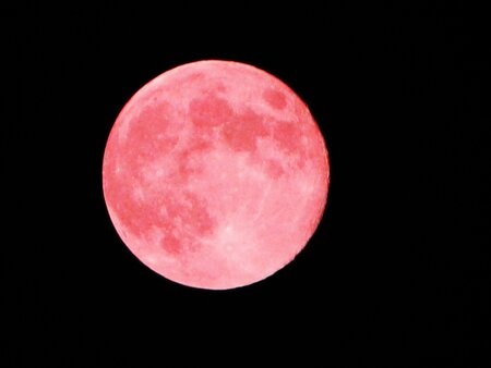This Is What Tonight S Pink Full Moon Means For Us All